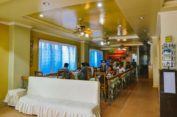 Boracay-Breeze-Resort-hotel-affordable-cheap-accommodation-room-in-Boracay-04